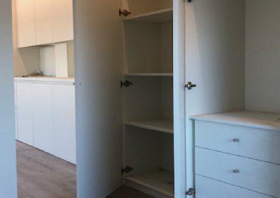 Cocina y armario laminado blanco 03