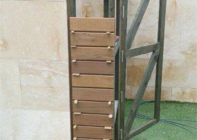 Cuarto de baño de madera en terraza 01