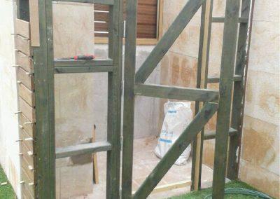 Cuarto de baño de madera en terraza 02