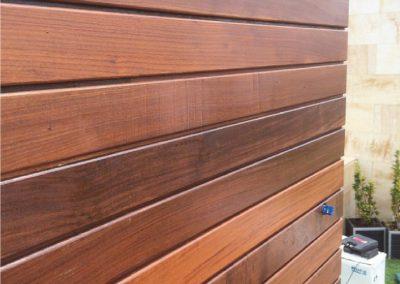 Cuarto de baño de madera en terraza 06