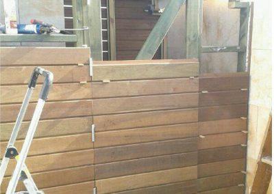 Cuarto de baño de madera en terraza 04