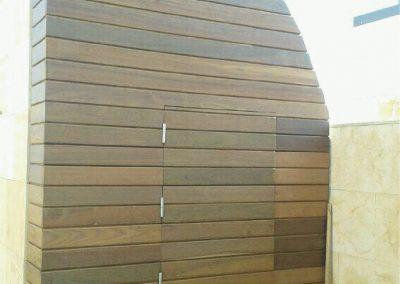 Cuarto de baño de madera en terraza 05