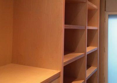 Interior armario tablero contrachapado 05