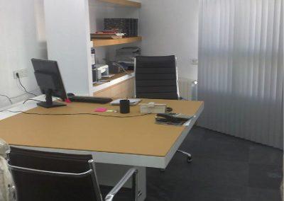 Mesa lacada en blanco y sobre de piel02