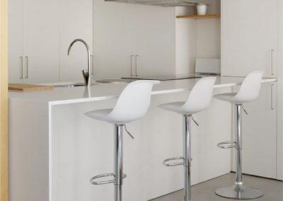 Mobiliario de cocina de laminado blanco soft - Piso en Alicante - 01