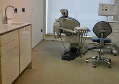 Mobiliario de consultas de laminado blanco - Clínica dental Almoradí Alicante 2013-01