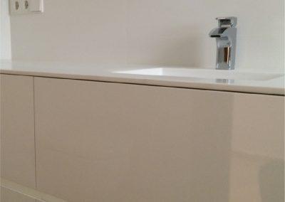 Mueble de baño de cajones. Lacado en blanco. Encimera de krion con lavabo integrado 2015-14