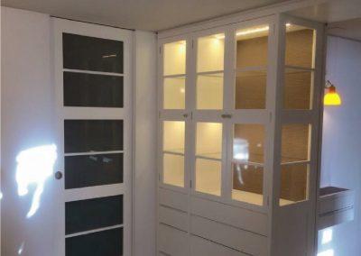 Mueble salón y puerta corredera, lacado en blanco ral 9001-1
