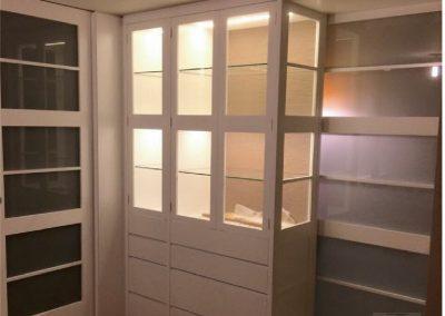 Mueble salón y puerta corredera, lacado en blanco ral 9001-2