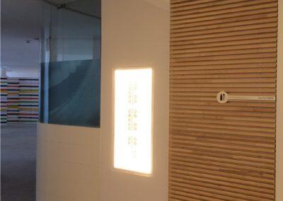 Puertas de paso con listones de abedul - Clínica dental Almoradí Alicante 2013